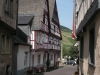 Enkirch - straatje in Enkirch (juli 2007)