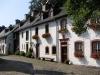 Burgort Kronenburg - huisjes binnen de muren (sept 2004)