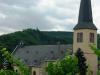 Op de achtergrond het klooster van Wolfer Berg-Kloster aan de andere kant van de Mosel (juli 2011)