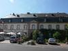 De voorkant van het Echternacher Hof aan de Moselweinstrasse; half gerenoveerd (juli 2011)