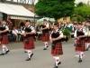 Trachtentreffen - de niet-Schotse doedelzakband Dudeldorf Lion Pipes and Drumsuit het Duitse Duddeldorf (juli 2014)